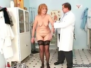 dirty old slut getting her hairy cunt