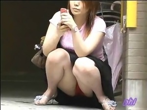 Upskirt in Japan street
