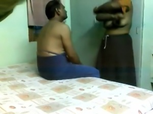 tamil aunty handjob in a massage parlour
