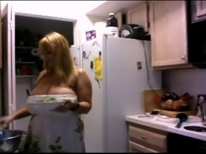 BBW flashing Big Boobs for me in her Kitchen (No Sound)