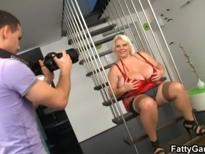 fat blonde sucks her photograph