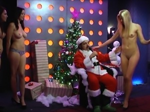 playboy girls sit in santa's lap @ season 1, ep. 418