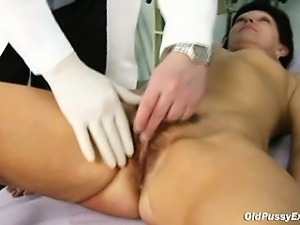 Mature woman Eva visits gyno doctor to get gyno examined