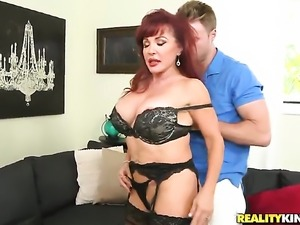 Redhead with bubbly butt and smooth beaver feels great with mans throbber...