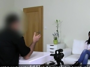 Fake agent shooting hardcore casting with amateur