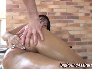 Big ass amateur slut fingered