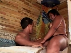 black plump mature with big titts gets boned by midget