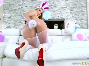 bunny girl enjoys a rimjob