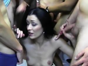 Geile Hausfrau deep penetration