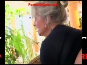 Nonna  matura vogliosa di cazzo giovane - granny hot cock free