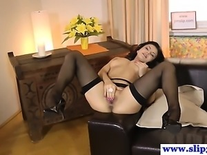 Amateur babe sucking on old man cock