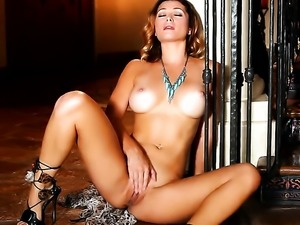 Heather Vandeven enjoys another solo sex session