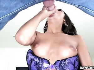 Chloe Amour gets poked silly by sex starved dude