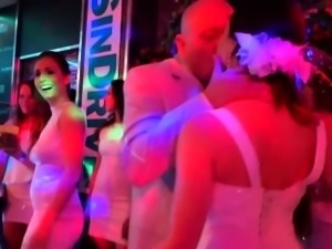 Glam bride gets eaten out