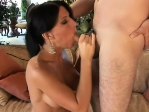 Horny pussy of mature hottie gets incredible cock insertions