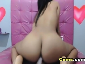 College Cam Babe Fucking her Pussy with a Dildo