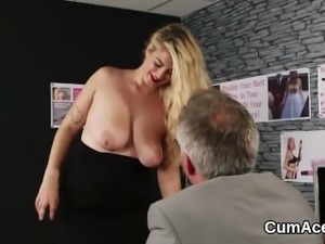 Sexy sex kitten gets cumshot on her face eating all the juice