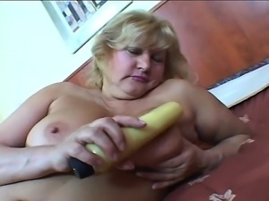 Fat mature with big tits meets in a hotel to get a bone to eat and screw