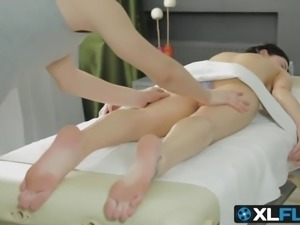 Horny babe Viola gets fucked in the ass by a new masseur