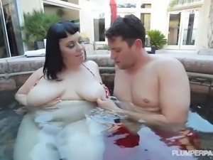 Sexy BBW Babe on Vacation Fucks in Jacuzzi