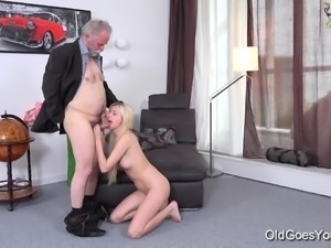 Old Goes Young - Ellen Jess cute young blonde