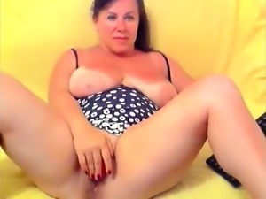 Busty mature Housewife Marianne on home webcam
