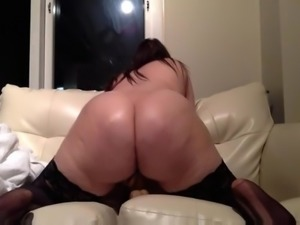 CHUBBY WHITE GIRL SHOWS OUT FOR THE CAM