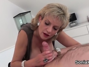 Unfaithful uk milf lady sonia flaunts her huge jugs