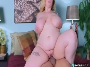 awesome bbw takes a creampie