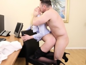 Hot Roxy puts her attributes and talents on display in a job interview