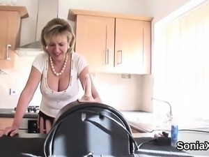 Adulterous british mature lady sonia reveals her huge boobs