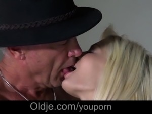 Beautiful Teen Caught Fucking Old Man On 4th July Special