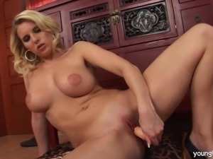 Busty young Elle fuck dildo
