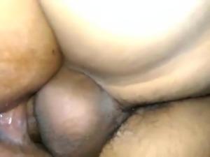 singando a una gorda por el culo de cagar
