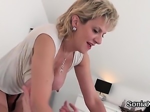 Unfaithful uk mature lady sonia flashes her enormous melons