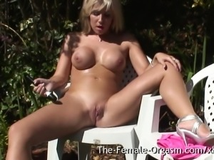 Coed Vibes Her Clit to Contracting Orgasm Outside