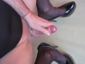 Morning crossdresser cumshot