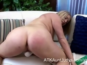 Maggie Green Blonde mommy gets off with an Hitachi