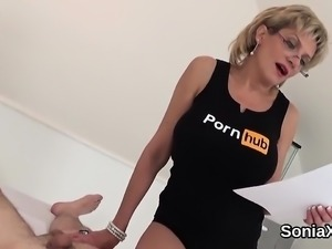 Unfaithful uk mature lady sonia shows off her gigantic breas