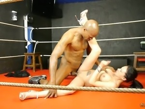 Black kinky dude stretches white kitty of busty bitch on boxing ring hard