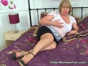 British granny Trisha loves fucking a dildo