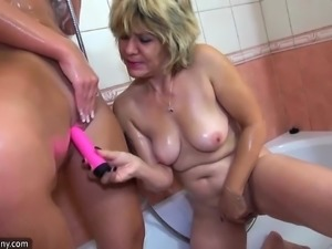 OldNanny Bathroom lesbian mature action