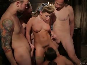 Damn bitch Carter Cruise gives blowjob in hot blowbang video