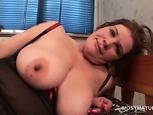 Mature on heels finger fucking her hot cunt