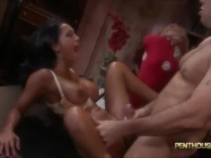 Hot Bodyshots On Hot Babes !