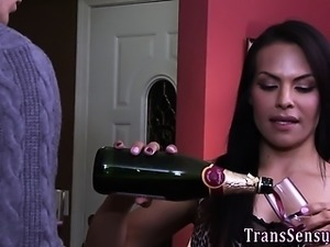 Trans babe jerking off