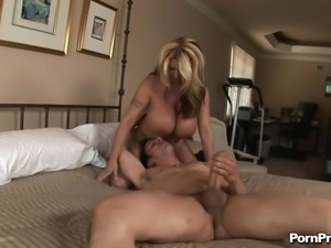 Summer Sin has a humongous pair of tits and wants the hardcore banging