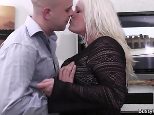 He fucks hot-looking blonde plumper