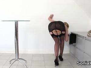 Unfaithful uk milf gill ellis presents her huge tits