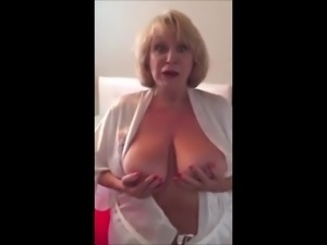 AMAZING WOMEN ON THE CAM 7